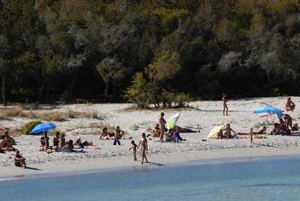 Corsica, ristoratore spara a nudisti e ferisce una trentenne italiana